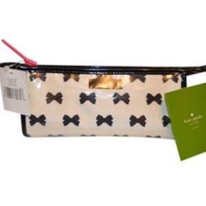 Kate Spade ♠️ makeup bag with cute bows!
